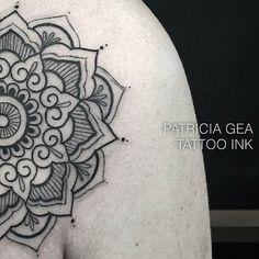 Tatuagem feita pela tatuadora Patrícia Gea aqui no estúdio Tattoo Ink - Rua da consolação 2761 - Jardins (11) 3562-5573 / (11) 2592-0292  Horário de atendimento das 11h às 20h contato@estudiotattooink.com.br http://ift.tt/1s5tN84  #patriciagea @patriciagea #estudiotattooink @estudiotattooink #tatuador #tatuadora #avpaulista #sp #saopaulo #paulista #estudiodetattoo #tatuagem #artistaplastico #artistaplastica  #tatuado #tatuada #brasil #jardins #blackworkers #tattoo #ink #art #tonoinsptattoos…