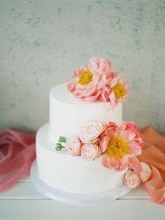 Белоснежный торт с 3D-цветами Фотограф: Мальвина Фролова; свадьба Андрея и Дарьи