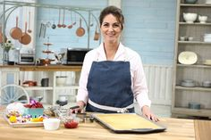 Judge Kyla Kennaley shares a step-by-step guide for making your favourite cake even more special. Chocolate Buttercream Recipe, Whipped Buttercream, Icing Recipe, Raspberry Fruit, Vanilla Sponge Cake, Espresso Powder, Chocolate Curls, Piping Tips