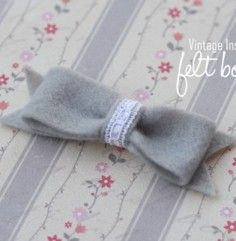 Definitely going to make these for Rylee! Vintage inspired felt bows. <3