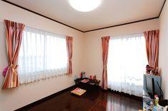 床の色やカーテンはカタログから自由に選んでお気に入りの部屋に。