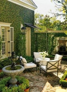 Heres How to Make Your Patio Look Luxe No Matter the Size Kick back under the sun with these stylish designer ideas for outdoor rooms. The post Heres How to Make Your Patio Look Luxe No Matter the Size appeared first on Outdoor Diy. Small Outdoor Spaces, Small Patio, Outdoor Rooms, Outdoor Living, Small Terrace, Outdoor Seating, Small Spaces, Small Pergola, Outdoor Patios