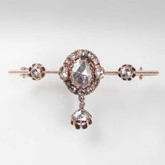 An antique rose cut diamond brooch <br> End 19th cent. 14 ct. roségold. In…