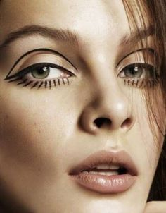 The trick to a perfect cat eye is to first draw the protruded part. Use a spoon. Place its stem right at the place from where you can draw a straight line now turn it over and place it over your eyelid and now with the help of the round side of the spoon draw the perfect shape of the cat eye.