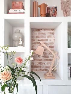 Hi!   Mijn naam is Marjolein Bouhuijzen.  Leuk dat je een kijkje neemt bij ons thuis! Wij wonen in een kapberg (hooischuur) in Uitgeest.   Wanneer je vragen hebt, stel ze dan svp via mijn instagram account: @marjoleinbouhuijzen  Dankjewel!  Liefs, Marjolein Built Ins, Magazine Rack, Shelves, Cabinet, Stel, Storage, Furniture, Home Decor, Instagram