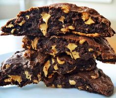 Levain Bakery Dark Chocolate Peanut Butter Chip Cookie. The Best Copcyat Levain Bakery Chocolate Peanut Butter Chip Cookie Recipe. http://www.modernhoney.com