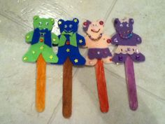 Bear family puppets on a stick. Felt, cards stock, glue, wiggle eyes, glitter glue, Popsicle stick, glue, and a child's endless imagination!