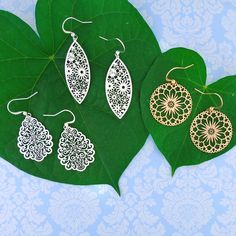 LAVISHY designs & wholesale original & beautiful applique bags, wallets, pouches & accessories for gift shop/boutique buyers in USA, Canada & worldwide. Filigree Earrings, Makeup Pouch, Boutique Shop, Gift Store, Plating, Fashion Accessories, Clothing Boutiques, Peta, Online Shopping