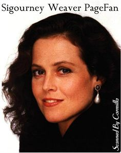 Sigourney Weaver Young, Paintball Girl, Jolie Photo, Party Guests, Hot Actresses, Movie Stars, Celebrity, Celebs, Lady