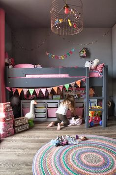 What a fun room! Love the charcoal grey with bright colours… and how cute is that bunting? ~ 10 Gorgeous Girls Rooms | Tinyme Blog
