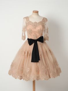 Add two spoons of exquisite lace, creamy tulle and dark chocolate for the bow. Serve with champagne and Edith Piaf.