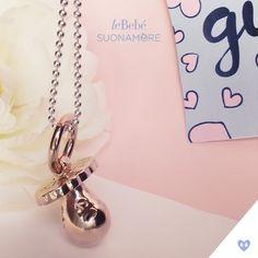 Un prezioso ciondolo di leBebé Suonamore in argento, placcato oro rosa, con diamantino e catena in argento. Per accompagnare le mamme nei nove mesi dell'attesa più bella. :) http://www.lebebe.eu/it/prodotto/i_ciucci_oro_rosato #fieradiesseremamma #lebebé #suonamore #gioielli #chiamaangeli