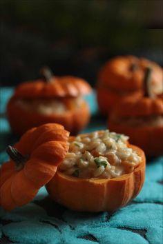 Risotto au potimarron et fourme d'Ambert - - Party Food Menu, Party Drinks, Pumpkin Risotto, Halloween Treats, Halloween Foods, Halloween Appetizers, Halloween Recipe, Appetizer Recipes, Food Inspiration