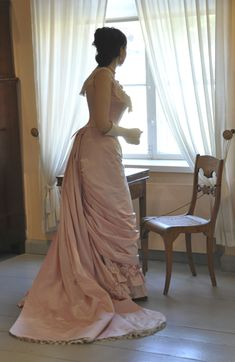 Before the Automobile: Natural form ball gown, the Toulmouche project