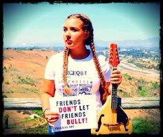 Singer/songwriter and Youth Advocate Maddy Vance is rockin' LUV! Join her and let your voice be heard! #MillionSignMission #Free2Luv http://free2luv.org/print-your-sign/