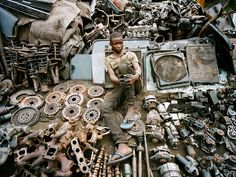 Maxence Dedry and Jean-Sylvain Tshilumba Mukendi created a photo series titled Les Mitrailleurs (The Soldiers) about N'djilian scrap men in Kinshasa, Congo. Metal For Sale, Car Accessories For Women, Congo Kinshasa, Scrap Material, Diy For Men, Photo Series, Car Parts, Rest, Abandoned Vehicles