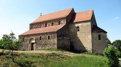 Cisnadioara biserica fortificata (Cisnadioara fortress) Romania, Portal, Sweet Home, Exterior, Cabin, Mansions, Country, House Styles, Beautiful