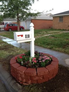 mailbox with brick flower bed - but square Brick Flower Bed, Flower Beds, Mailbox Landscaping, Landscaping Ideas, Backyard Ideas, Garden Ideas, Mailbox Flowers, Lawn And Garden, Home And Garden
