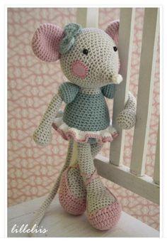 Mesmerizing Crochet an Amigurumi Rabbit Ideas. Lovely Crochet an Amigurumi Rabbit Ideas. Crochet Mouse, Love Crochet, Beautiful Crochet, Crochet Dolls, Crochet Baby, Knit Crochet, Crocheted Toys, Crochet Toys Patterns, Amigurumi Patterns