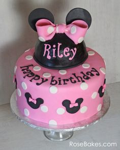 How to Make a Polka Dot Fondant Bow. This tutorial has step by step photos for how to make a fondant bow with polka dots - a Minnie Mouse Bow! Minnie Y Mickey Mouse, Minnie Mouse Birthday Cakes, Cookie Cake Birthday, 1st Birthday Cakes, Pink Minnie, Birthday Ideas, Baby Birthday, Deco Cupcake, Cupcake Cake Designs