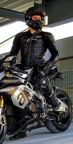 Motorcycle Suit, Moto Bike, Leather Fashion, Leather Men, Bike Leathers, Lycra Men, Biker Boys, Outfits Damen, Moto Jacket