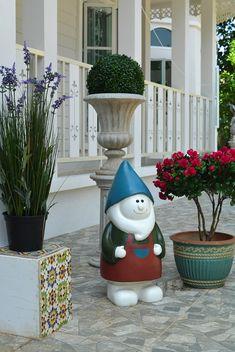 บ้านสไตล์โคโลเนียล - บ้านไอเดีย เว็บไซต์เพื่อบ้านคุณ White Houses, Colonial, Planter Pots, White Homes