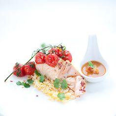 Łosoś w sosie z czerwonego curry Fish And Seafood, Potato Salad, Curry, Potatoes, Vegetables, Ethnic Recipes, Curries, Potato, Vegetable Recipes