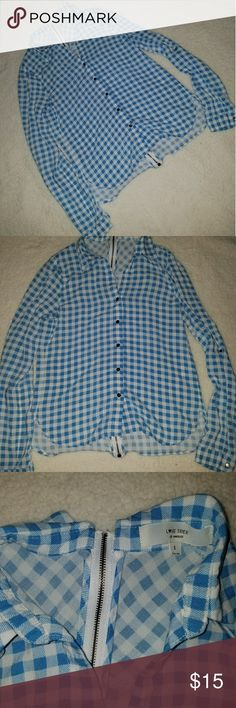 Button up blouse Button up blouse with a zipper in the back, has a little bit of a slit on the side and is light and cool material, size small  Bundle 2 or more items and get 15% off  Offers welcomed   No trades   Ships between 1-2 days Forever 21 Tops Blouses