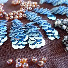 Détail de la broderie Fragance Sequin Embroidery, Tambour Embroidery, Couture Embroidery, Embroidery Fabric, Embroidery Fashion, Lesage, Fabric Manipulation, Embroidery Techniques, Beaded Flowers