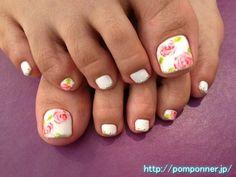 ホワイトのワンカラーフットネイル  One foot nail color of white