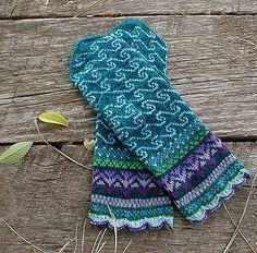 Sea Mineral Mittens by SpillyJane . my favorite mitten (and sock) designer, find her on Ravelry Mittens Pattern, Knit Mittens, Knitted Gloves, Knitting Socks, Hand Knitting, Fingerless Gloves, Knitting Charts, Knitting Patterns, Crochet Patterns
