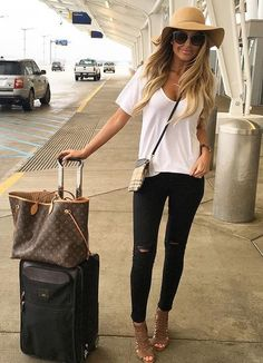 17 Stylish Outfit ideas with Louis Vuitton Neverfull Bag Look Fashion, Womens Fashion, Fashion Trends, Fashion 2018, Stylish Outfits, Fall Outfits, Airplane Outfits, Airplane Clothes, Fall Travel Outfit