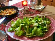 Classic Caesar salad with super low calorie authentic tasting sauce Classic Caesar Salad, How To Dry Oregano, Healthy Salads, My Recipes, I Am Awesome, Europe, Tasty, Stuffed Peppers, Dinner