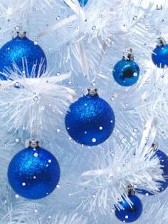 GIFS HERMOSOS: cosas navideñas encontradas en la web Blue Christmas, Christmas Time, Christmas Bulbs, Animated Christmas Tree, Nouvel An, Gifs, Holiday Decor, Diana, Snow