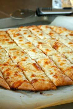 Cheesy Breadsticks Food For Thought, Think Food, I Love Food, Good Food, Yummy Food, Tasty, Yummy Treats, No Rise Pizza Dough, Dough Pizza