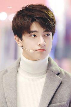 Lin Yi #林一 Chinese Babies, Asian Babies, Chinese Boy, Asian Boys, Asian Men, Beautiful Boys, Pretty Boys, Cute Boys, Jung So Min