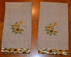 Sunflower embroidered tan terry cloth kitchen towels with sunflower trim. Kitchen Themes, Kitchen Decor, Kitchen Designs, Kitchen Ideas, Kitchen Curtains, Kitchen Towels, Sunflower Themed Kitchen, Country Kitchen, Country Living