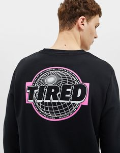 Take your pick from Bershka's Spring 2020 men's sweatshirts. Printed, embroidered or plain sweatshirts and hoodies. Tee Shirt Designs, Tee Design, Graphic Design, Mode Poster, Streetwear, T Shirt, Graphic Sweatshirt, E Commerce, Printed Sweatshirts