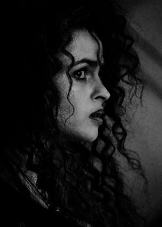 Find images and videos about harry potter and bellatrix lestrange on We Heart It - the app to get lost in what you love. Casas Do Harry Potter, Arte Do Harry Potter, Harry Potter Pictures, Harry Potter Cast, Harry Potter Characters, Harry Potter World, Harry Potter Bellatrix Lestrange, Helena Bonham Carter, Bellatrix Lestrange Aesthetic