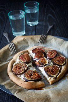 Fig, Caramelized Onion & Gorgonzola Pizza