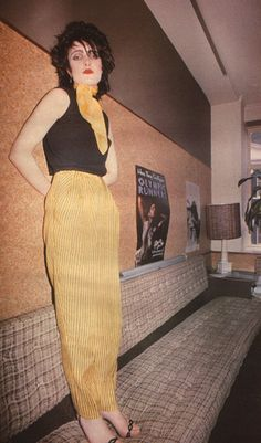 Siouxsie, 1979. I live this pic, its so super rare. Why is she standing on the sofa?