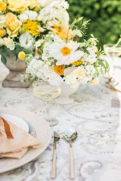 Romantic Yellow Wedd