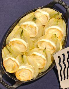 Recette Gratin de fenouil au chèvre  : Préchauffez le four à 210° (th. 7). Coupez les fenouils en deux et faites-les blanchir dans l'eau frémissante pe...