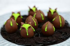 Alien Egg Cake Balls Are Bursting With Flavor | Foodiggity
