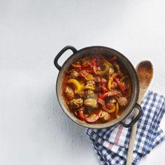 Snelle goulash met paprika en worst