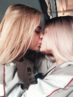 All you think about is their lips and rough skillful tongues Cute Lesbian Couples, Lesbian Love, Cute Couples Goals, Little Girl Models, Girlfriend Goals, Gay Aesthetic, Lesbians Kissing, Girl Couple, Cute Young Girl