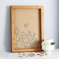livre d'or mariage original - cadre de bois à remplir de cœurs de vœux