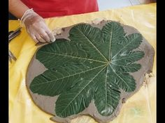 folha de cimento facil de fazer - YouTube Concrete Crafts, Concrete Art, Concrete Projects, Concrete Jungle, Cement Leaves, Diy Bags Patterns, Diy Air Dry Clay, Seashell Painting, Leaf Bowls