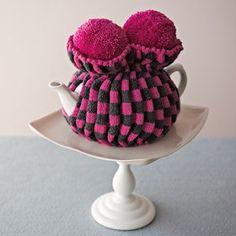 Tea cosy Knitted Tea Cosies, Paper Pom Poms, Tea Cozy, Best Tea, Crochet Doilies, Decor Crafts, Textile Art, Fiber Art, Cosy