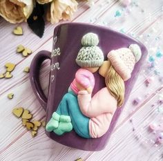 Custom Mother and Kid MugMug for Mother Gift for Son Mom Polymer Clay Figures, Cute Polymer Clay, Polymer Clay Dolls, Polymer Clay Charms, Clay Projects, Clay Crafts, Diy And Crafts, Clay Wall Art, Clay Cup